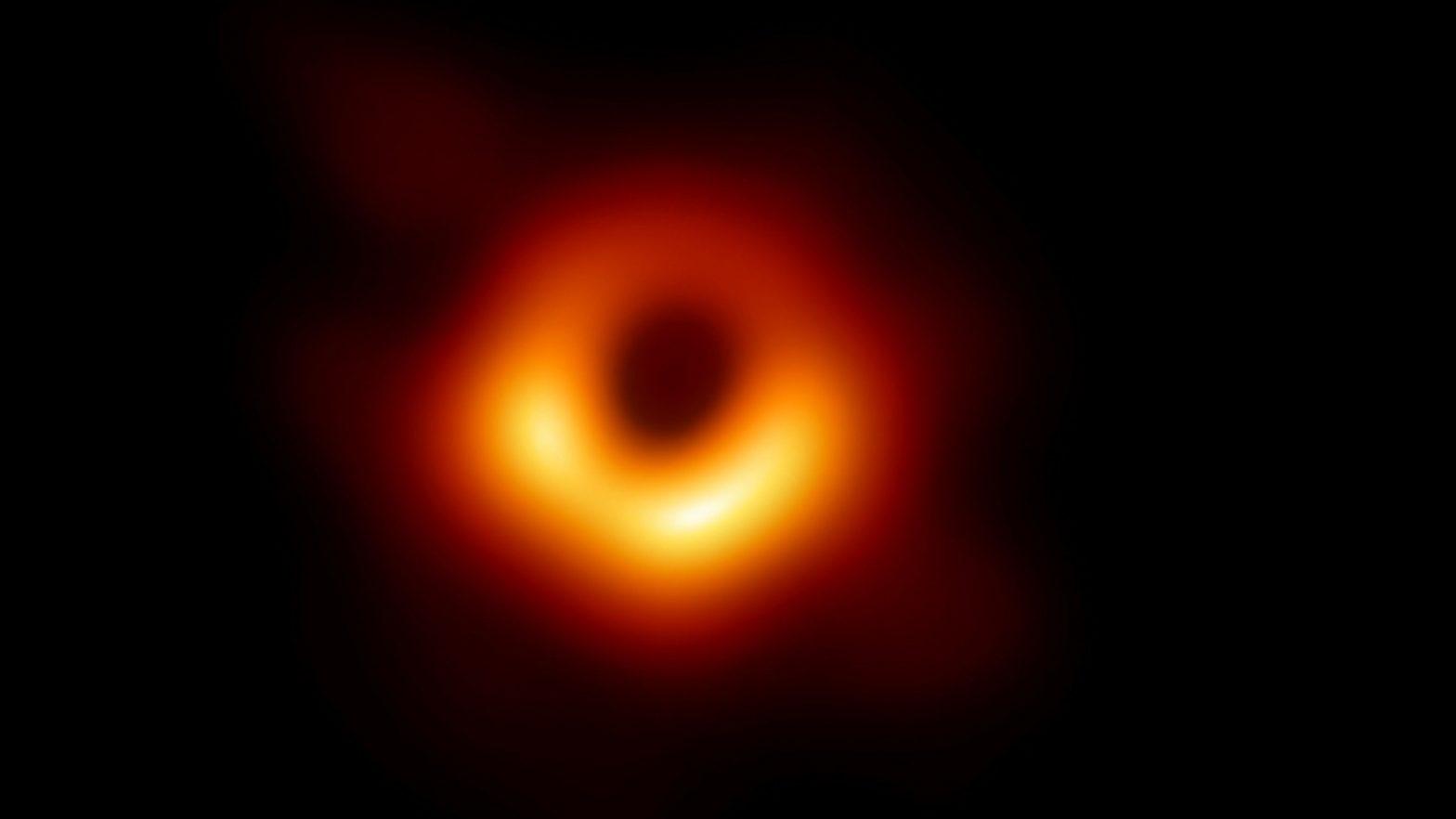 Das erste Foto von einem schwarzen Loch
